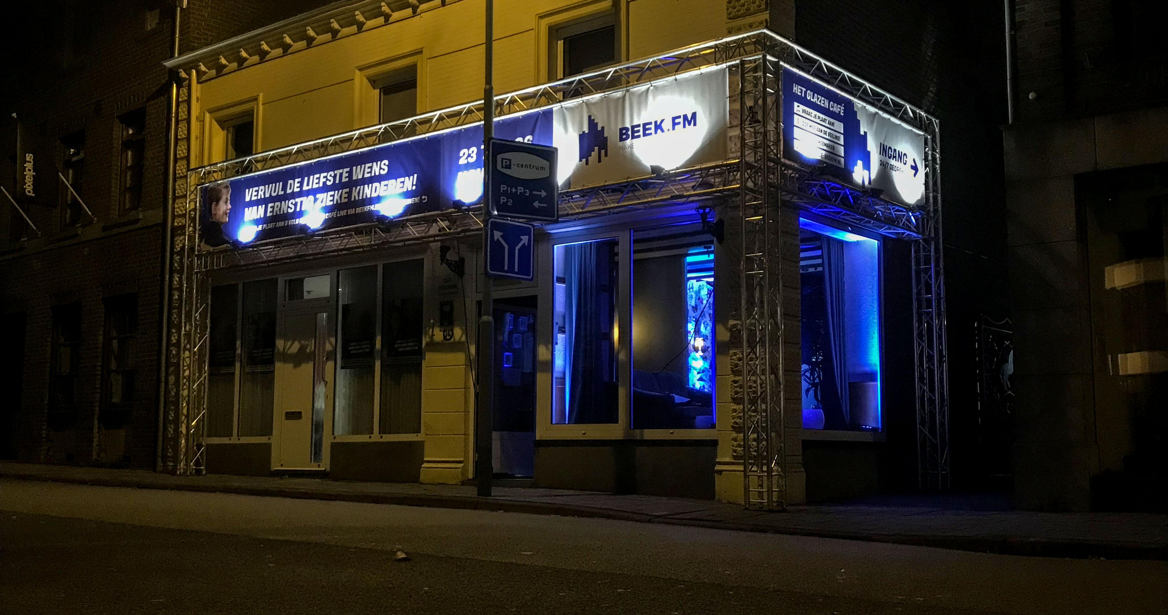 Beek FM introduceert nachtgast in nieuwe Glazen Café